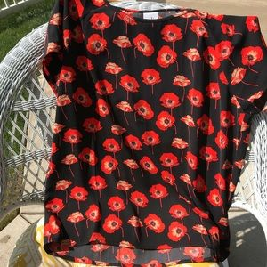 Cabi silk poppy on black blouse with slit back 🌺